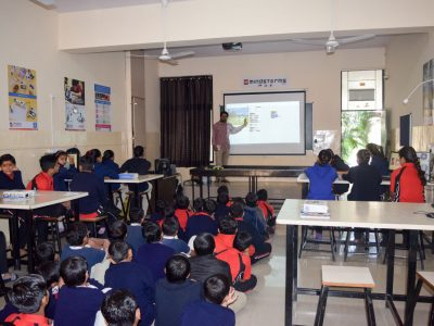 Atal Tinkering Lab Workshop on Robot Making Bharad by STEMpedia-4